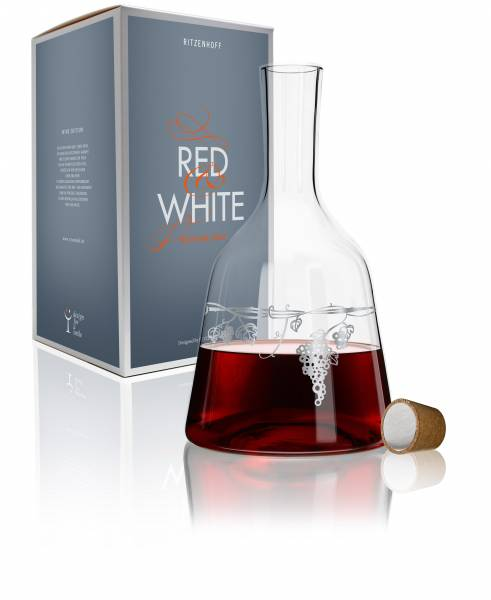 Red & White Weinkaraffe von Virginia Romo